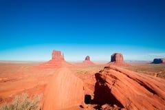 Величественные шедевры песчаника в долине памятника ` s нации Навахо паркуют стоковое фото