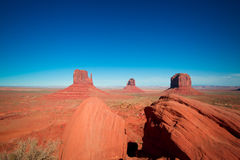Величественные шедевры песчаника в долине памятника ` s нации Навахо паркуют стоковое изображение