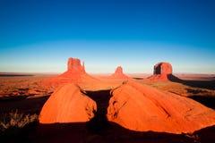 Величественные шедевры песчаника в долине памятника ` s нации Навахо паркуют стоковое фото rf