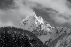 Величественный высокогорный пик Стоковые Фотографии RF