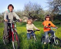 3 велосипеда езды братьев Стоковые Фотографии RF