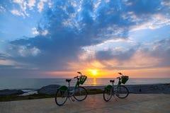 2 велосипеда на пляже Батуми Стоковое Изображение