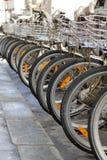 Велосипед в ряд в улице Стоковое Изображение