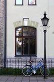 Велосипед в старом квартале Таллина Стоковая Фотография