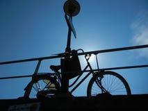 Велосипед в silouette Стоковые Изображения