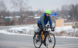 велосипед его riding человека Стоковые Фотографии RF