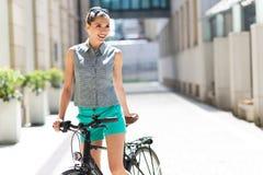 Велосипед женщины стоковые фото