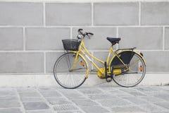 велосипед желтый цвет Стоковое Изображение