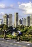 2 велосипедиста в парке Стоковые Изображения RF