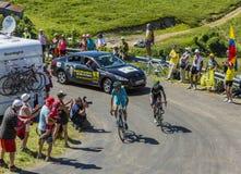 2 велосипедиста на грандиозном Коломбье - Тур-де-Франс 2016 Стоковые Фотографии RF