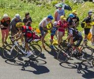 2 велосипедиста на грандиозном Коломбье - Тур-де-Франс 2016 Стоковые Изображения