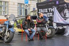 2 велосипедиста на стульях Стоковое Фото