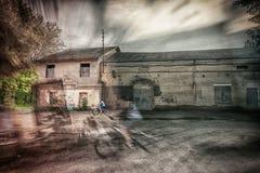 Велосипедисты в параллельных мирах стоковое фото rf