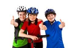 Велосипедисты изолированные на белизне стоковая фотография