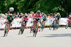 Велосипедисты на повороте критери по Stillwater круглом стоковая фотография