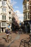 Велосипедисты на улицах Амстердама весной Стоковое Изображение