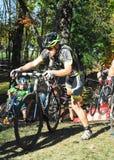 Велосипедисты состязаясь в гонке cyclocross Стоковое Изображение