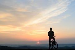 Велосипедист в утре Стоковые Изображения