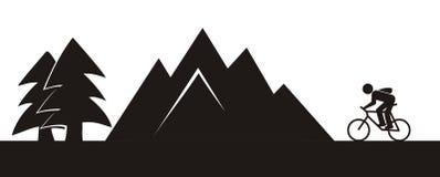 Велосипедист и гора Стоковые Изображения