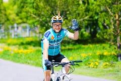Велосипедист на марафоне весны половинном стоковые изображения