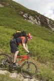 Велосипедист на следе сельской местности Стоковые Фотографии RF