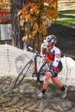 Велосипедист состязается в гонке Cyclocross Стоковая Фотография RF