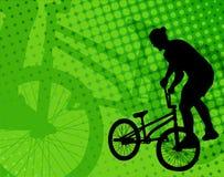 Велосипедист эффектного выступления на абстрактной предпосылке Стоковая Фотография