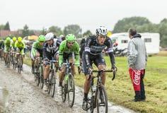 Велосипедист Niki Terpstra на мощенной булыжником дороге - путешествие Стоковые Фотографии RF