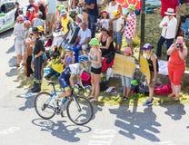 Велосипедист Simon Yates на Col du Glandon - Тур-де-Франс 2015 стоковые фото