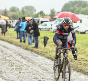 Велосипедист Sylvain Chavanel на мощенной булыжником дороге - Тур-де-Франс Стоковое Изображение