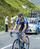 Велосипедист Zakkari Dempster на Col de Peyresourde - путешествуйте de Fra стоковое фото