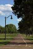 Велосипед и идя путь в парке победы мемориальном Стоковые Изображения RF