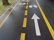 Велосипед и стрелка Стоковое фото RF