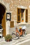 Велосипед и window1 Стоковая Фотография RF
