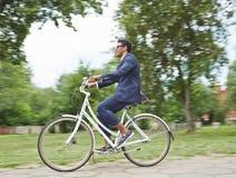 Велосипед катания в парке Стоковое фото RF