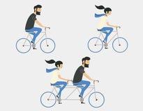 Велосипед катания пар Стиль битника Стоковая Фотография RF