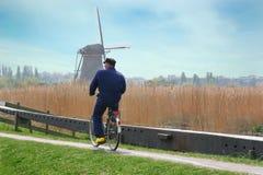 Велосипед катания фермера Голландии Стоковая Фотография