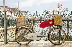 Велосипед на мосте Tavira стоковые изображения