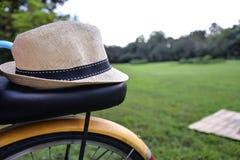 Велосипед на парке Стоковые Изображения