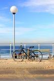 Велосипед на пляже Bondi, Сиднее стоковые фотографии rf