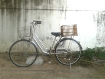 Велосипед на стене Стоковое фото RF