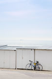 Велосипед около пляжа стоковые изображения rf