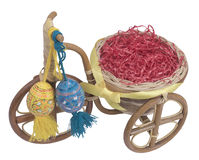 Велосипед пасхи с голубыми и желтыми яичками катит Стоковые Изображения RF