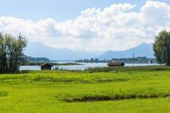 Велосипед путь вокруг озера Chiemsee, Баварии, Германии Стоковое Изображение RF