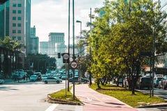 Велосипед путь в улицах Сан-Паулу, Бразилии & x28; Brasil& x29; Стоковая Фотография RF