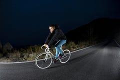 Велосипед спорта шестерни человека велосипедиста ехать фиксированный Стоковые Изображения RF