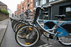 Велосипеды автостоянки арендные города Дублина Стоковая Фотография RF