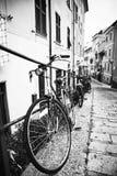Велосипеды в переулке Стоковые Фото