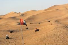 Велосипеды квада на песчанных дюнах Стоковые Фото