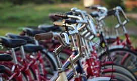 Велосипеды на автостоянке Стоковые Изображения